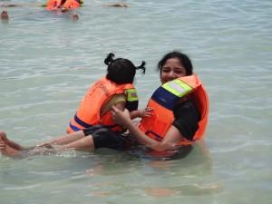 mr-alukray-family-pulau-tidung-1