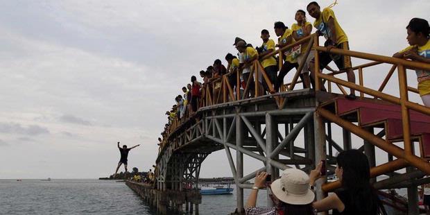 jembatan-cinta-pulau-tidung-kompas-travel